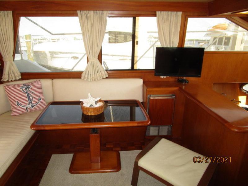 39' Ocean Alexander salon port