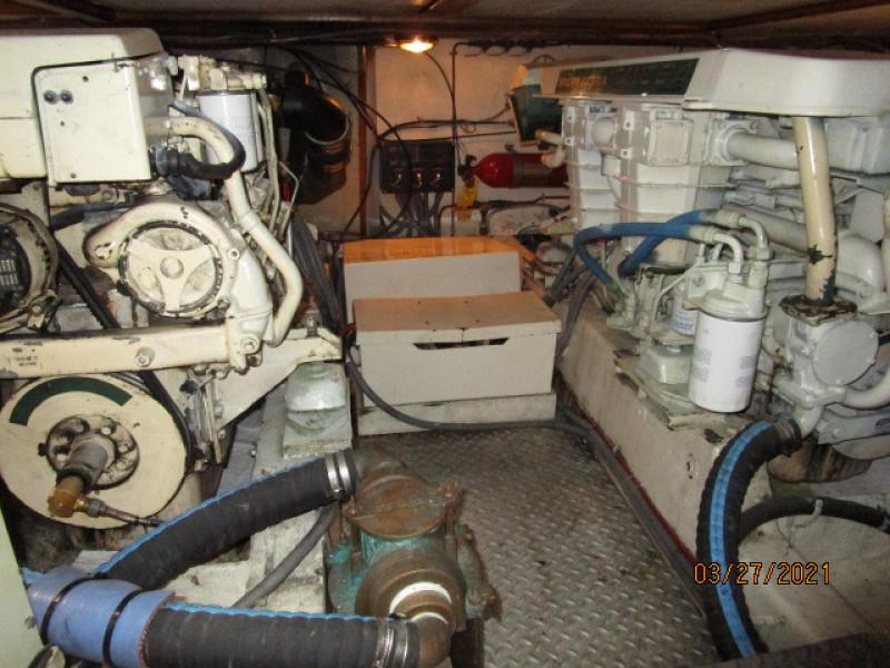 39' Ocean Alexander engine room aft