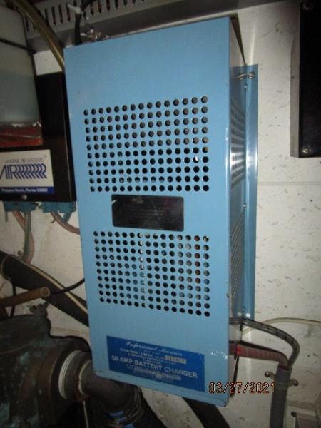 39' Ocean Alexander battery charger