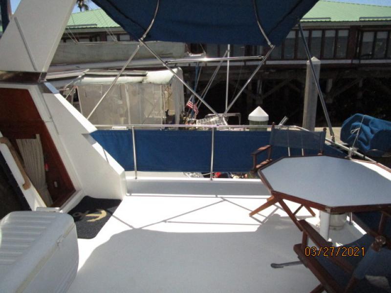 39' Ocean Alexander sundeck starboard