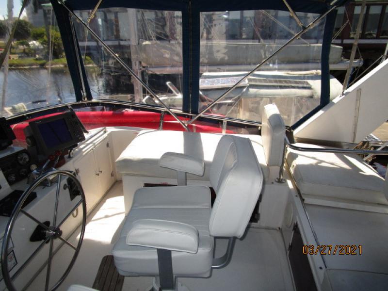 39' Ocean Alexander flybridge starboard