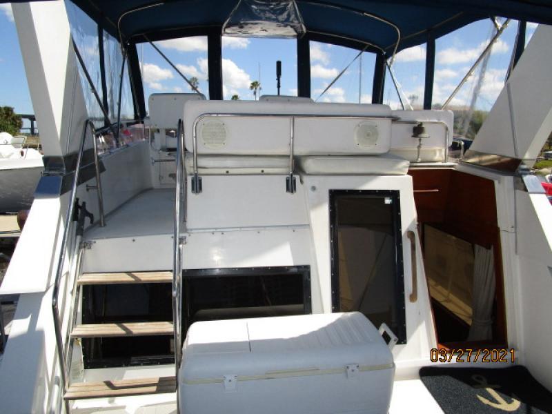 39'Ocean Alexander sundeck forward