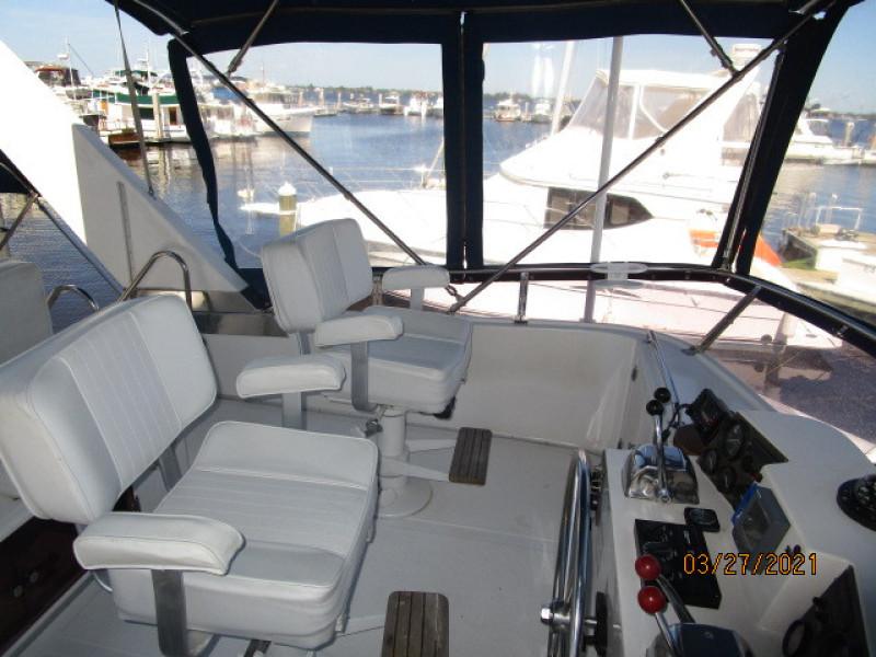 39' Ocean Alexander flybridge port