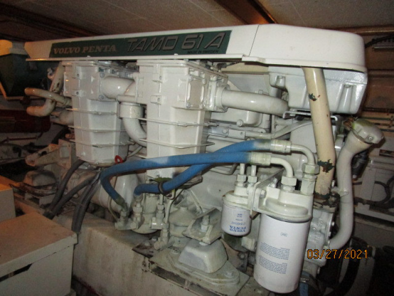 39' Ocean Alexander port main engine1