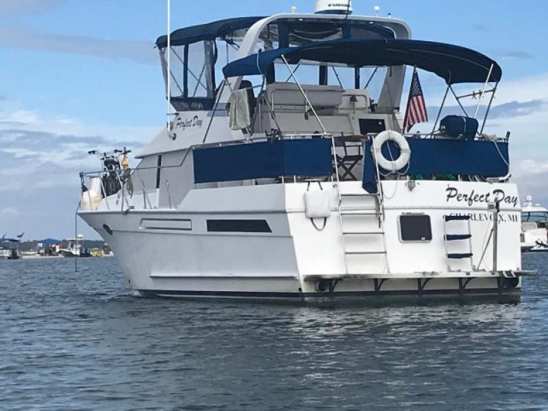 39' Ocean Alexander port aft profile