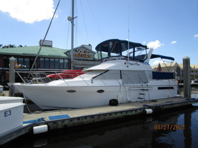 39' Ocean Alexander port forward profile