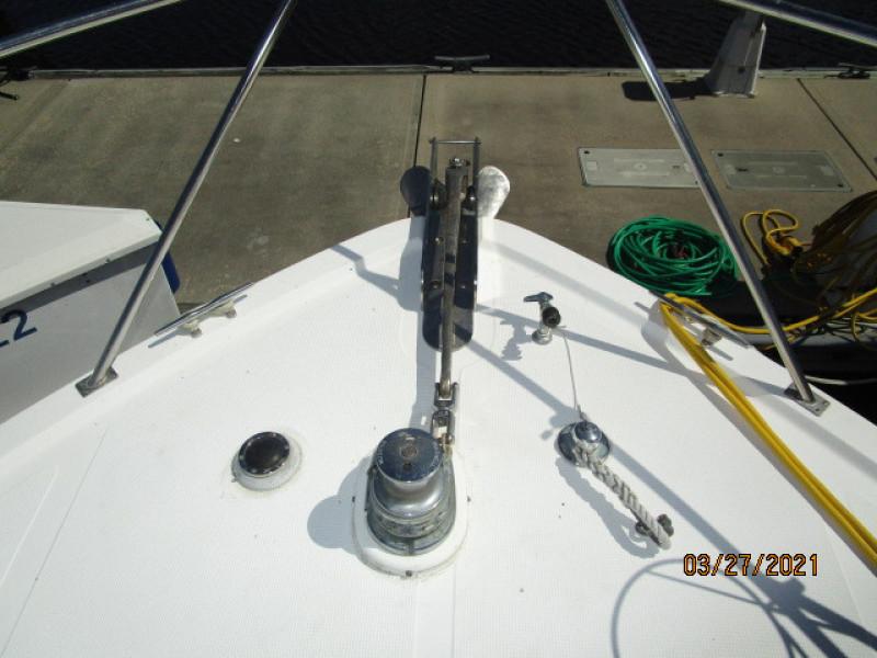 39' Ocean Alexander anchor windlass