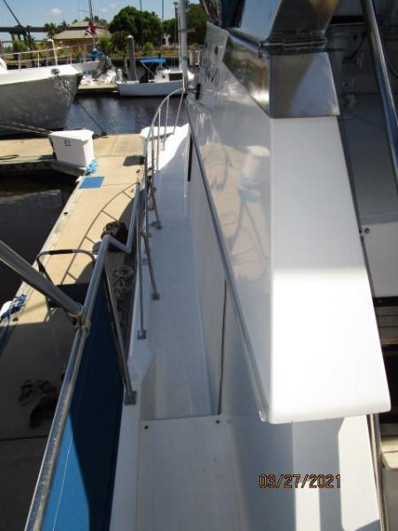 39' Ocean Alexander port side deck2