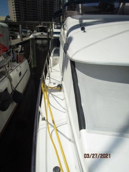 39' Ocean Alexander starboard side deck1