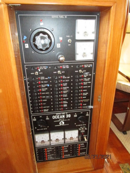 39' Ocean Alexander electrical panel