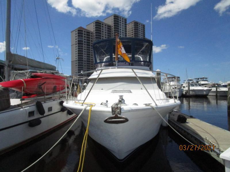39' Ocean Alexander forward profile