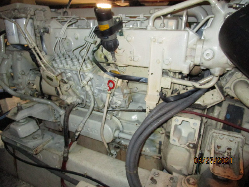 39' Ocean Alexander starboard main engine2