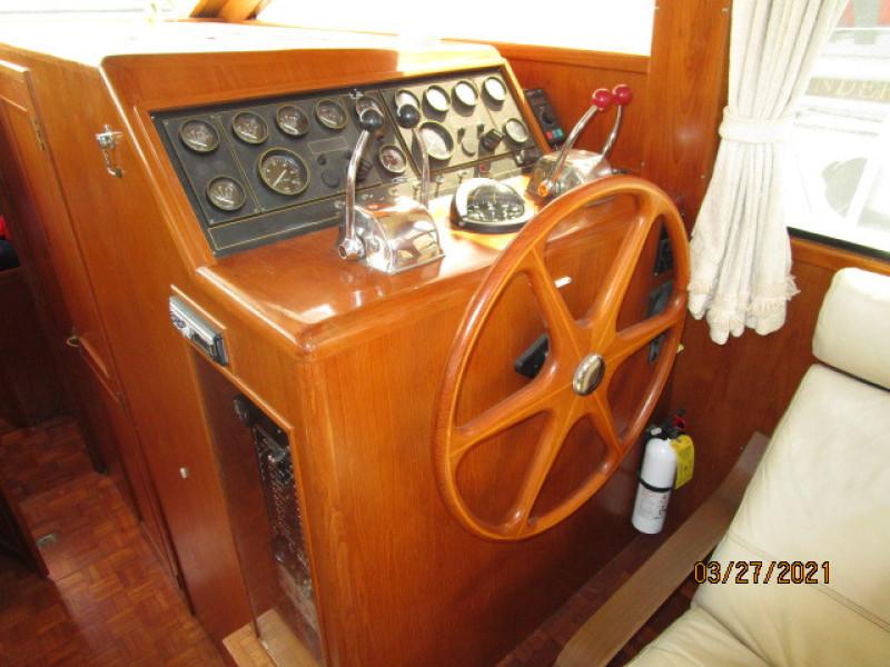 39' Ocean Alexander lower helm