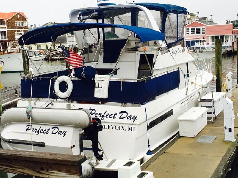 39' Ocean Alexander starboard aft profile
