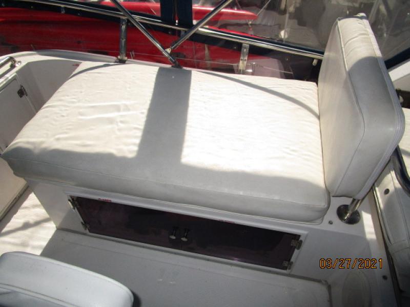 39' Ocean Alexander flybridge starboard benchseat
