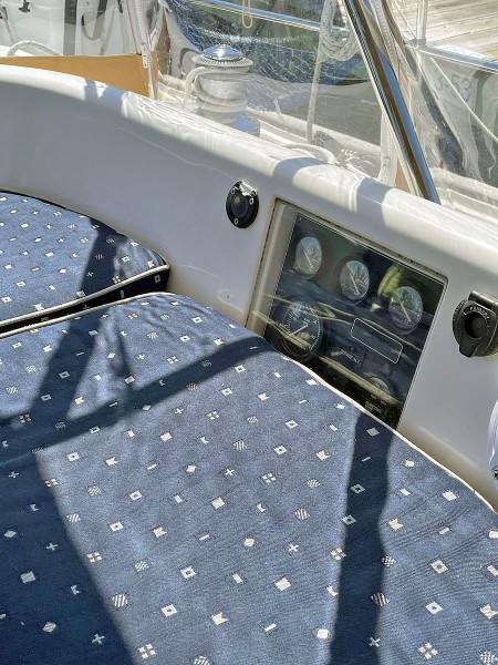 Cockpit, Port