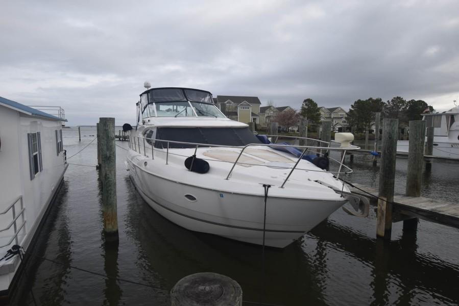 photo of 45' Cruisers Yachts 4450 2000