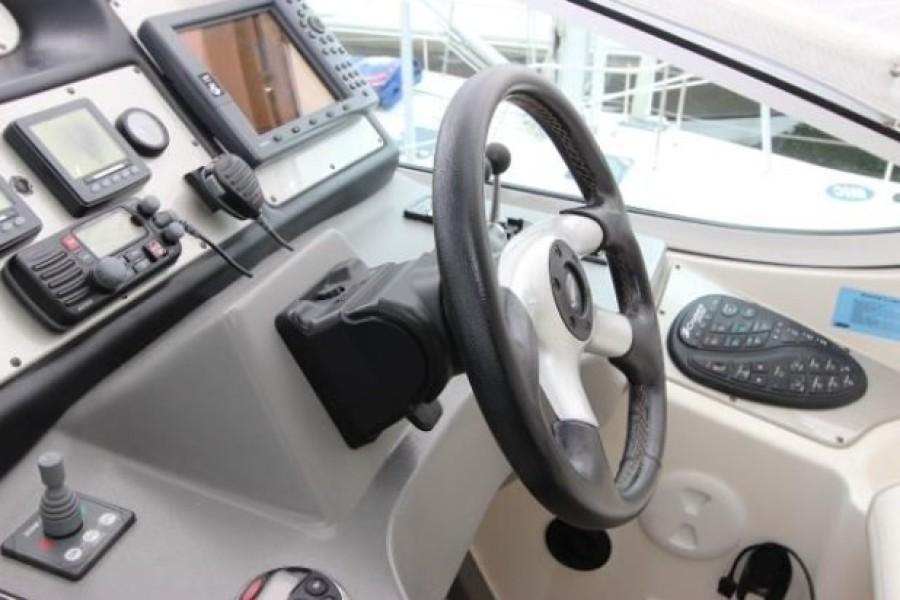 2006 Cruisers 455 Motor Yacht - Nirvana South - Helm