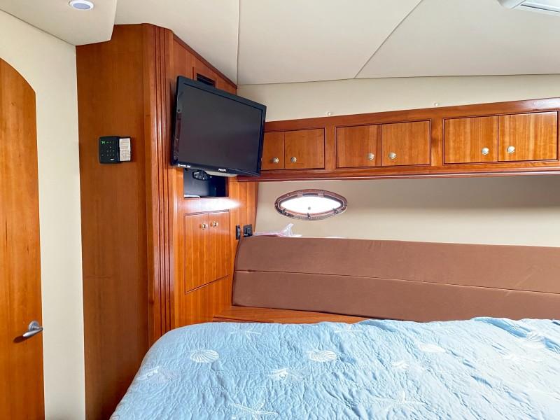2006 Cruisers 455 Motor Yacht - Nirvana South - Forward Stateroom