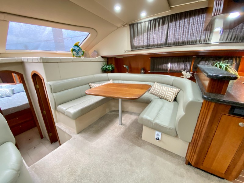 2006 Cruisers 455 Motor Yacht - Nirvana South - Dinette