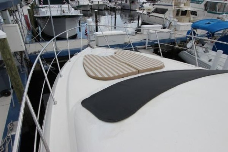 2006 Cruisers 455 Motor Yacht - Nirvana South - Bow