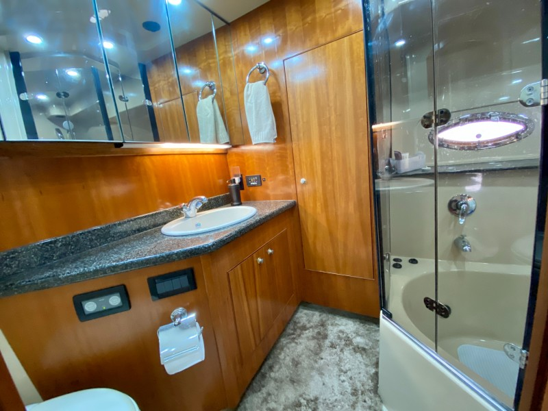2006 Cruisers 455 Motor Yacht - Nirvana South - Master Stateroom Head