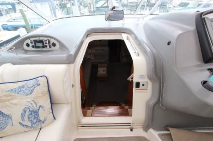 2006 Cruisers 455 Motor Yacht - Nirvana South - Entry to Cabin