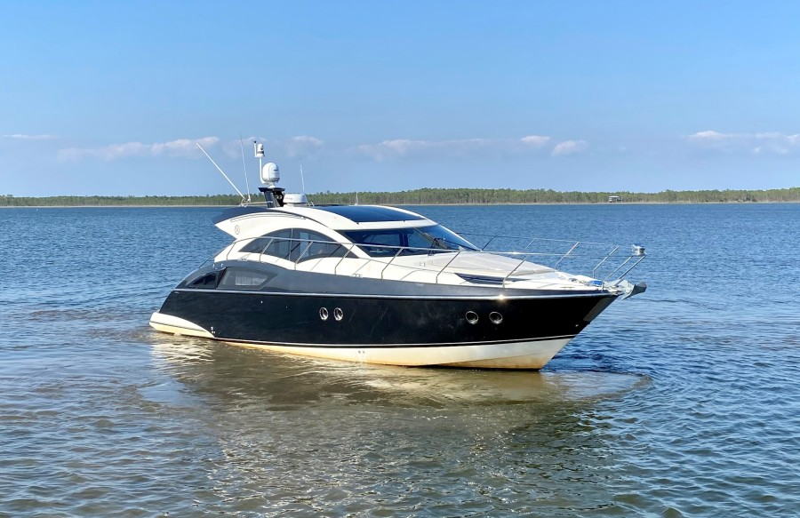 2008 Marquis 40 SC  Starboard Bow