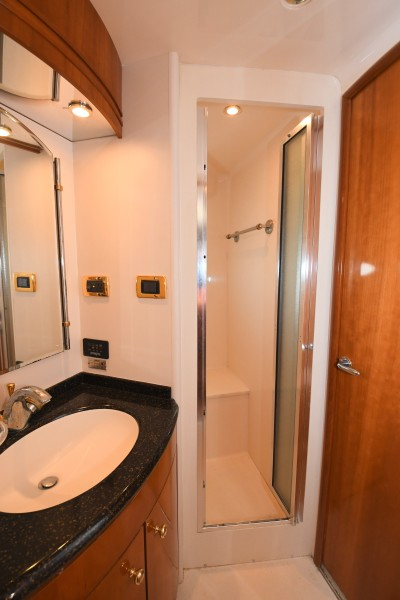 2002 57 Carver Voyager - Plan B - Guest Shower Stall