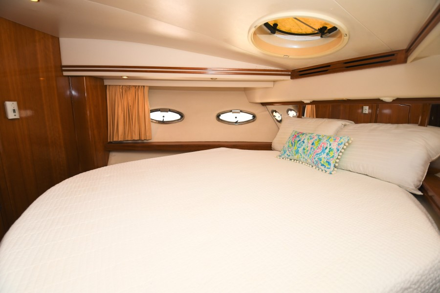 2002 57 Carver Voyager - Plan B - VIP Stateroom