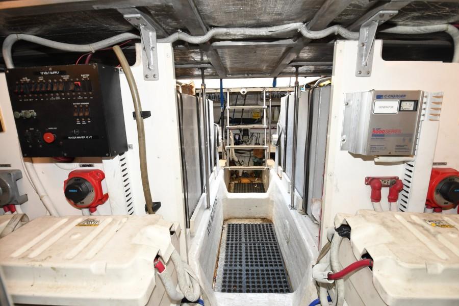 2002 57 Carver Voyager - Plan B - Engine Room