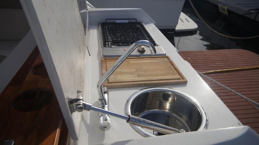 Cockpit Sink, Cutting Board, Grill