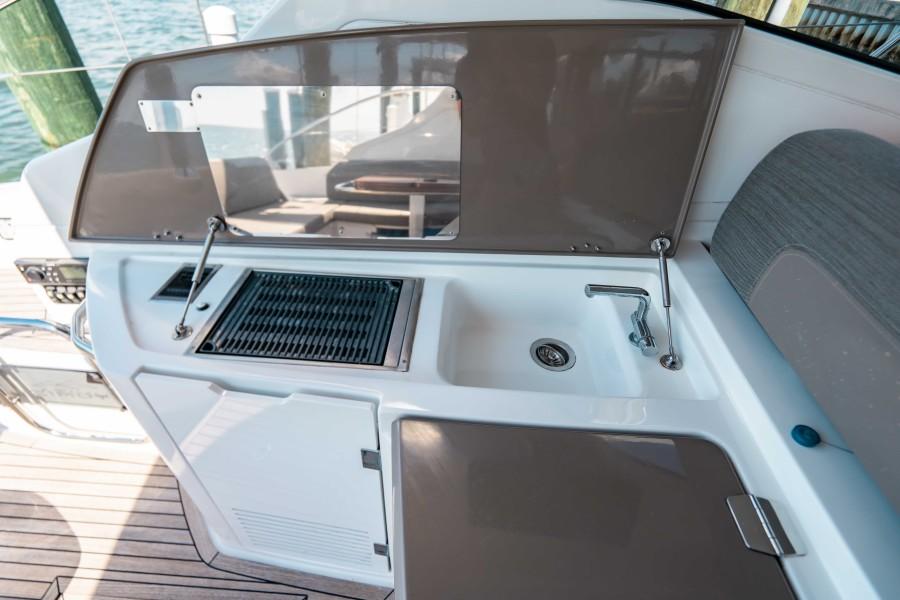 2018 43 Azimut Atlantis - We Got This - Cockpit Wetbar