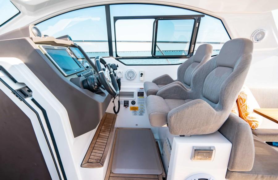 2018 43 Azimut Atlantis - We Got This - Helm Seating