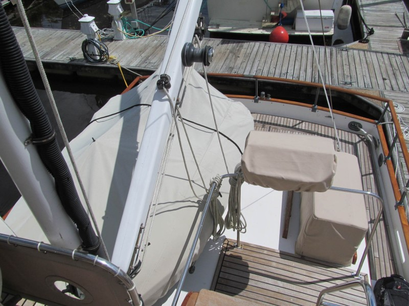 Dingy Deck And Lift