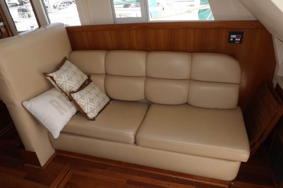 Salon Stbd. Side 2 Person Sleeper Sofa