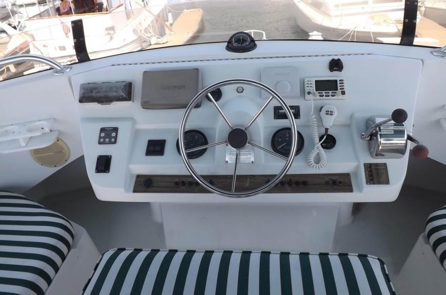 Flybridge Helm And Electronics