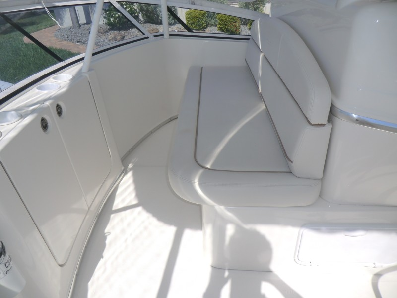 2009 Silverton 38 Convertible Bridge Guest Seating And Storage