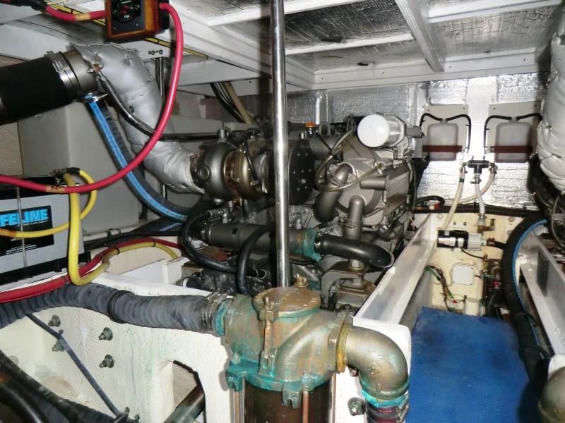 2009 Silverton 38 Convertible Engine Room