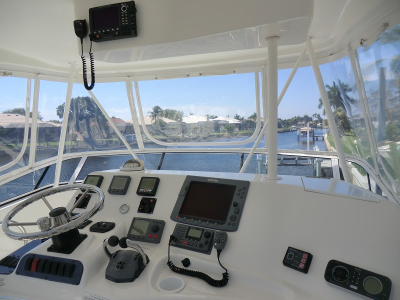 2009 Silverton 38 Convertible Helm And Electronics