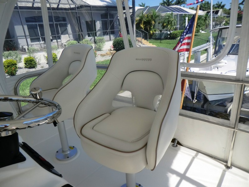 2009 Silverton 38 Convertible Helm Chairs