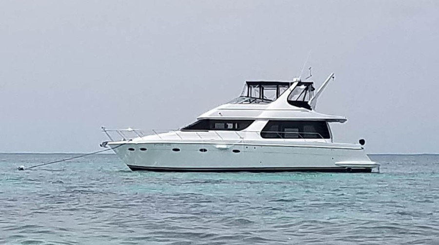 photo of 53' Carver 530 Voyager 1999