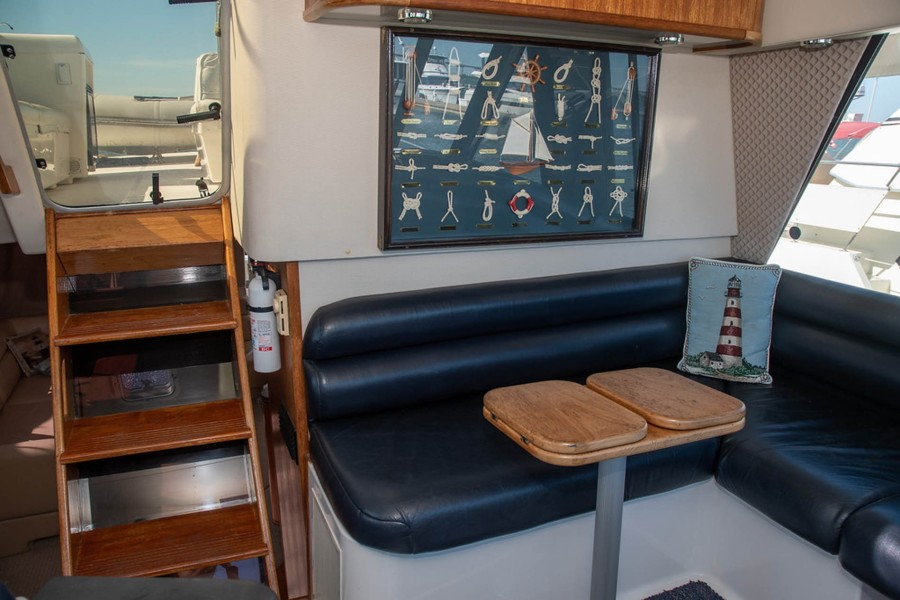 Dinette and Access to Flybridge