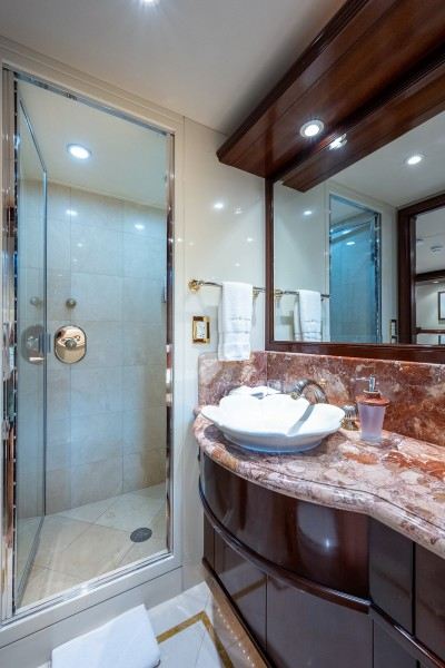 Starboard VIP Bath