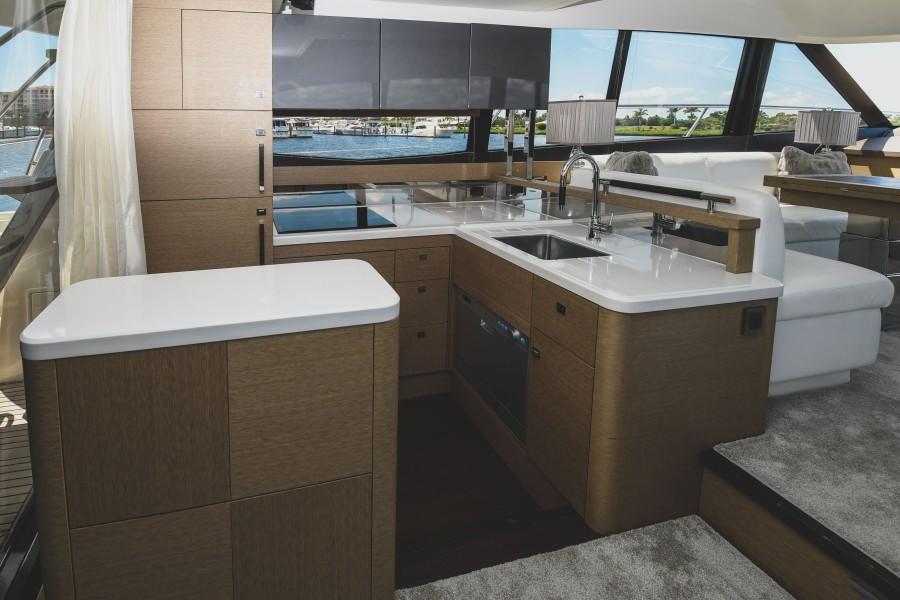 2017 Prestige 560 Flybridge  Galley
