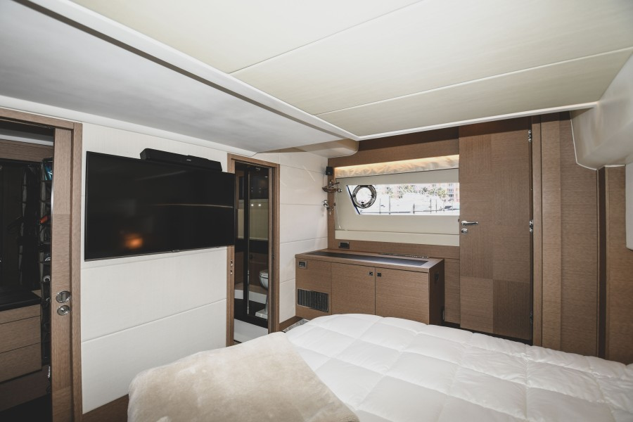 2017 Prestige 560 Flybridge  Master Stateroom (4)