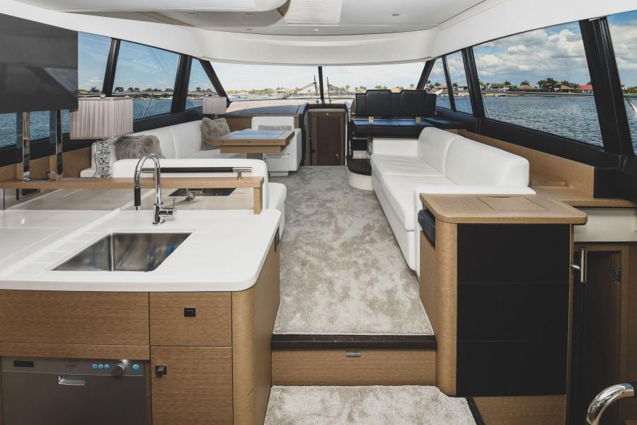 2017 Prestige 560 Flybridge  Salon (3)