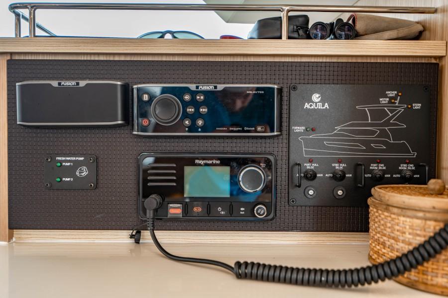Aquila 44 - Points South II - Electronics
