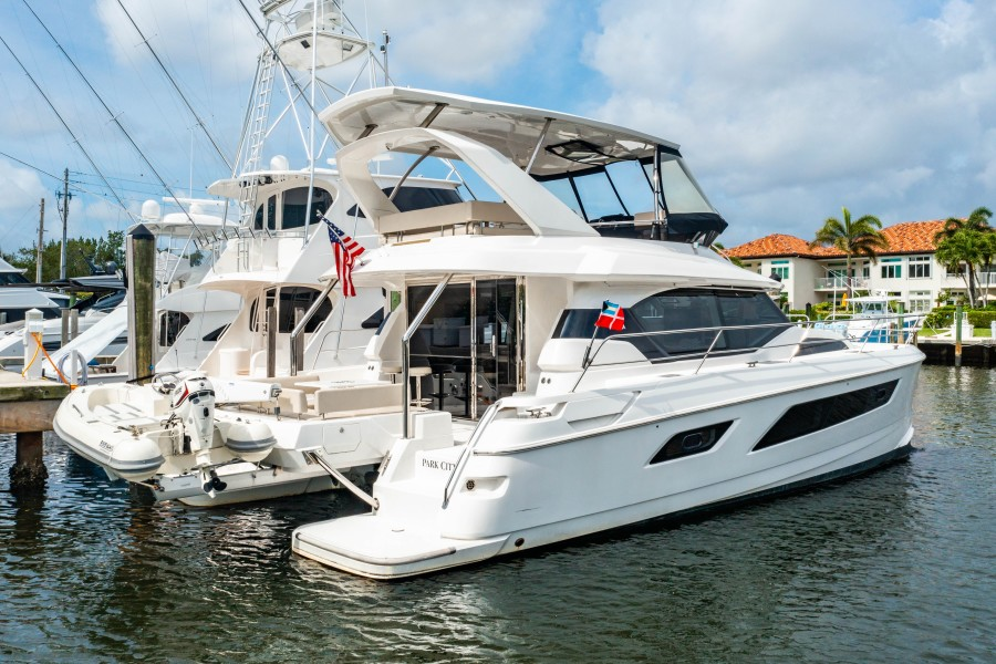 Aquila 44 - Points South II - Starboard Quarter Profile