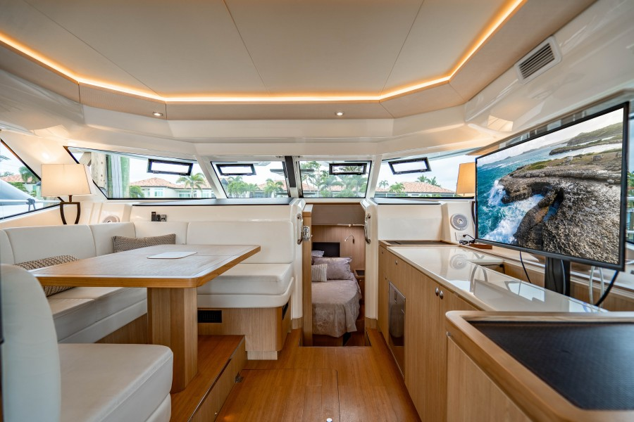 Aquila 44 - Points South II - Dinette